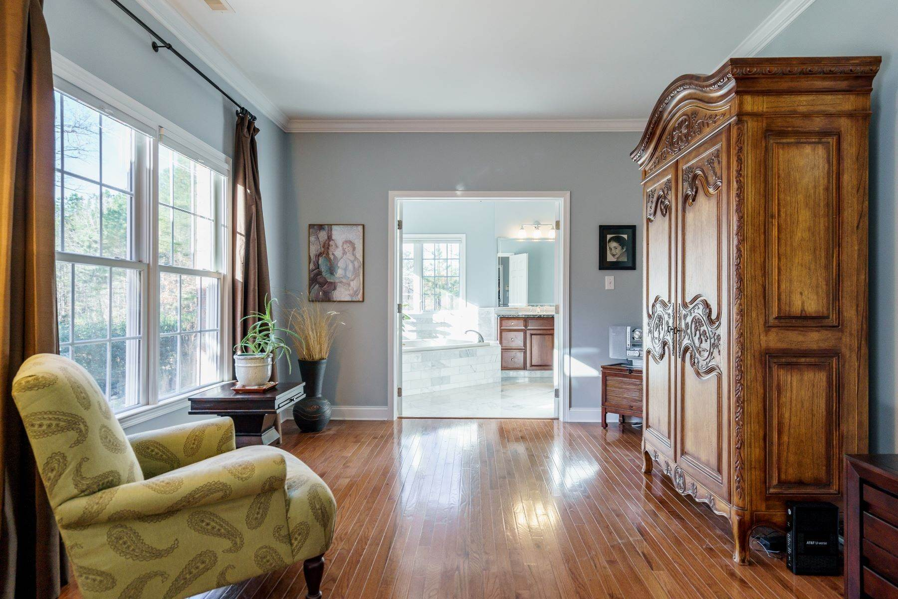 25. Single Family Homes for Sale at Beautiful Stately Home in The Oaks at Meadowridge 4705 Brook Top Court Raleigh, North Carolina 27606 United States