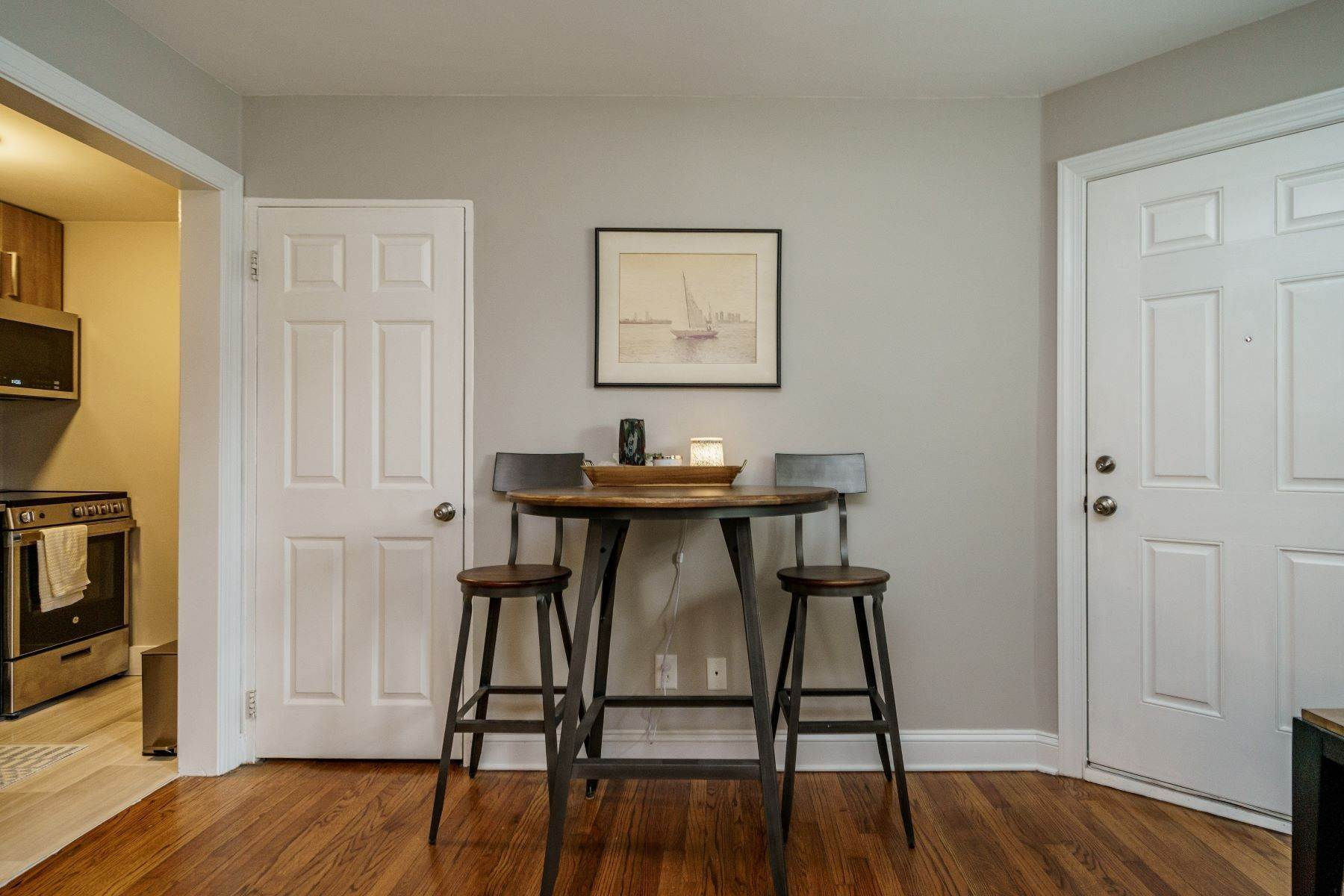 6. Condominiums for Sale at 979 St. Mary's St Unit A Raleigh, North Carolina 27605 United States