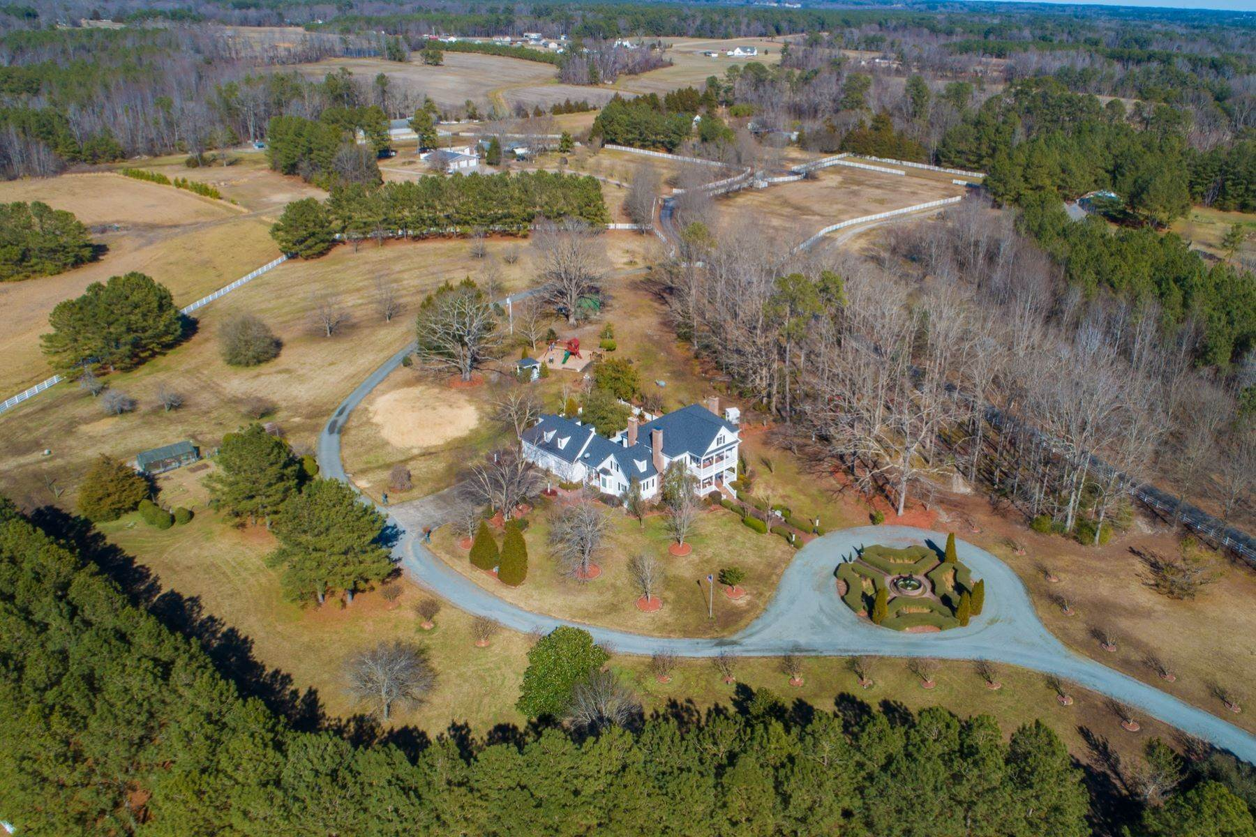 45. Single Family Homes for Sale at New Hope Estate 6325 Old Mill Farm Drive Wendell, North Carolina 27591 United States