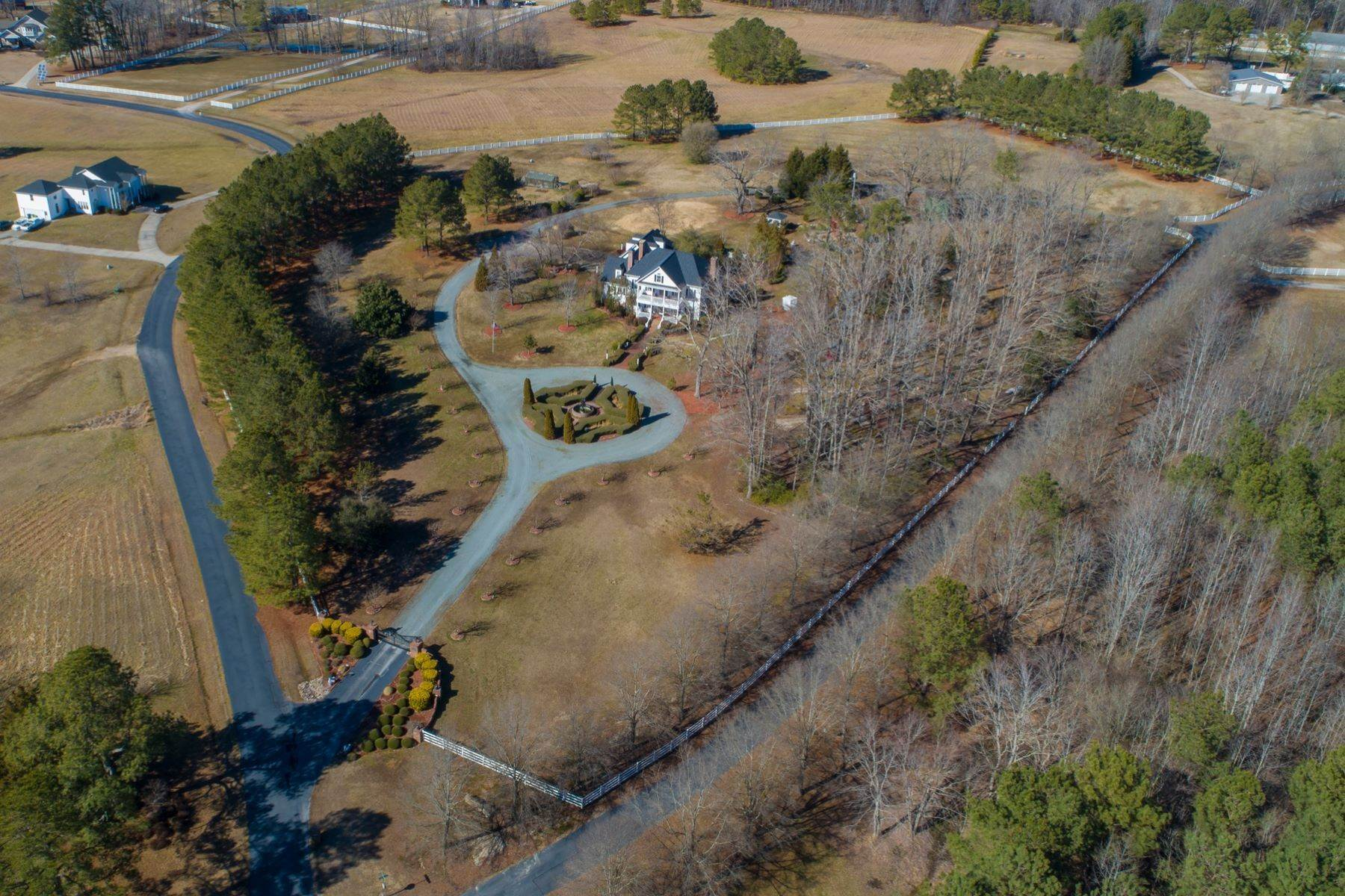44. Single Family Homes for Sale at New Hope Estate 6325 Old Mill Farm Drive Wendell, North Carolina 27591 United States