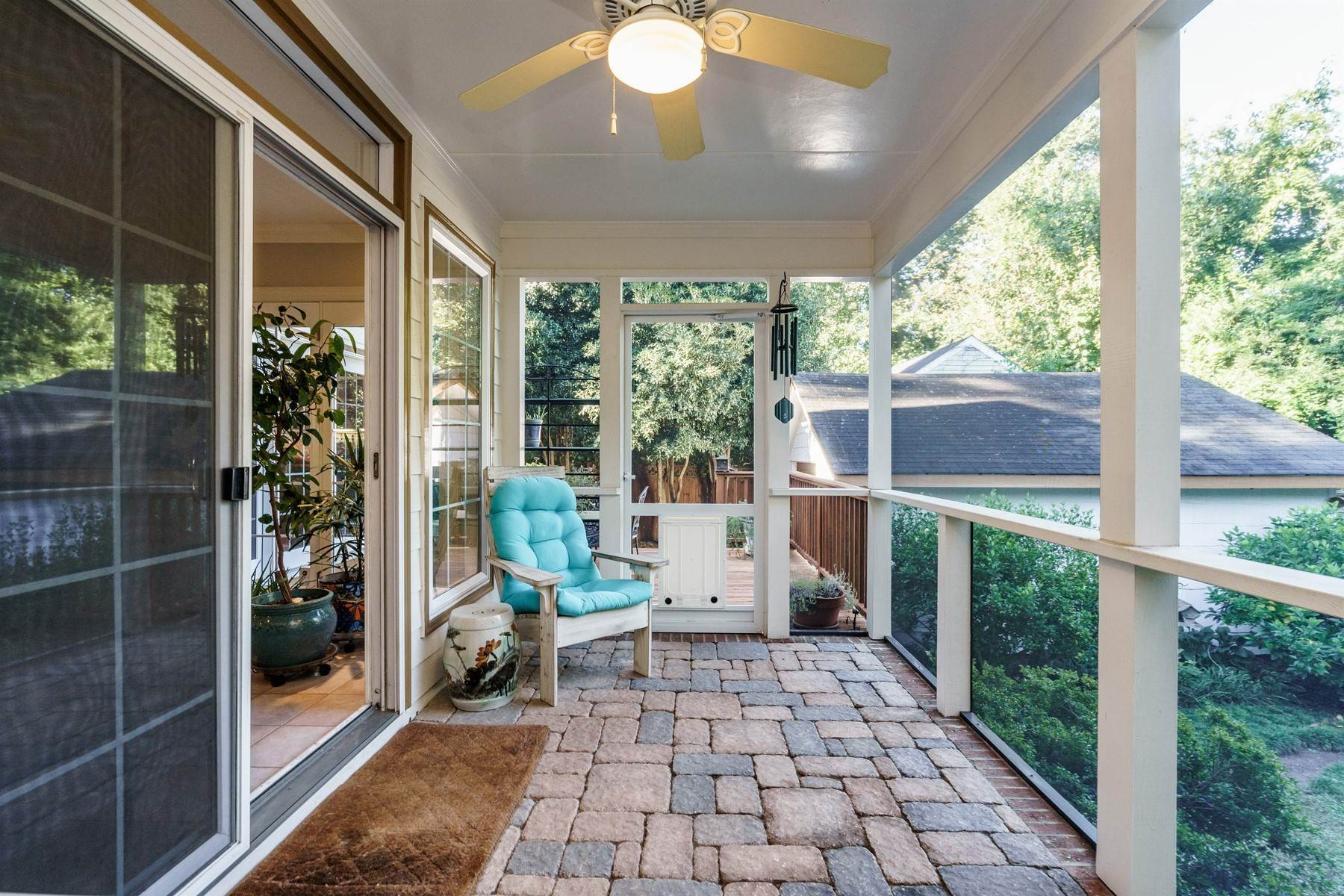31. Single Family Homes for Sale at Storybook Inside-the-Beltline 2213 St Mary's St Raleigh, North Carolina 27608 United States