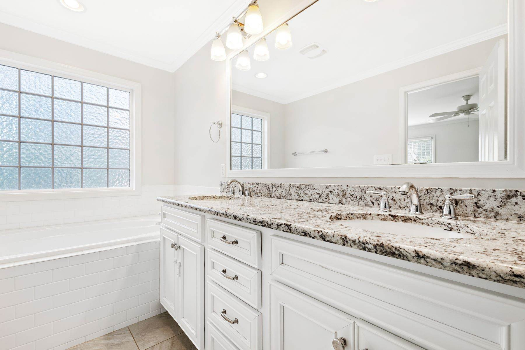 23. Single Family Homes for Sale at Wonderfully Remodeled Ranch in Villa Park 2027 Reaves Drive Raleigh, North Carolina 27608 United States