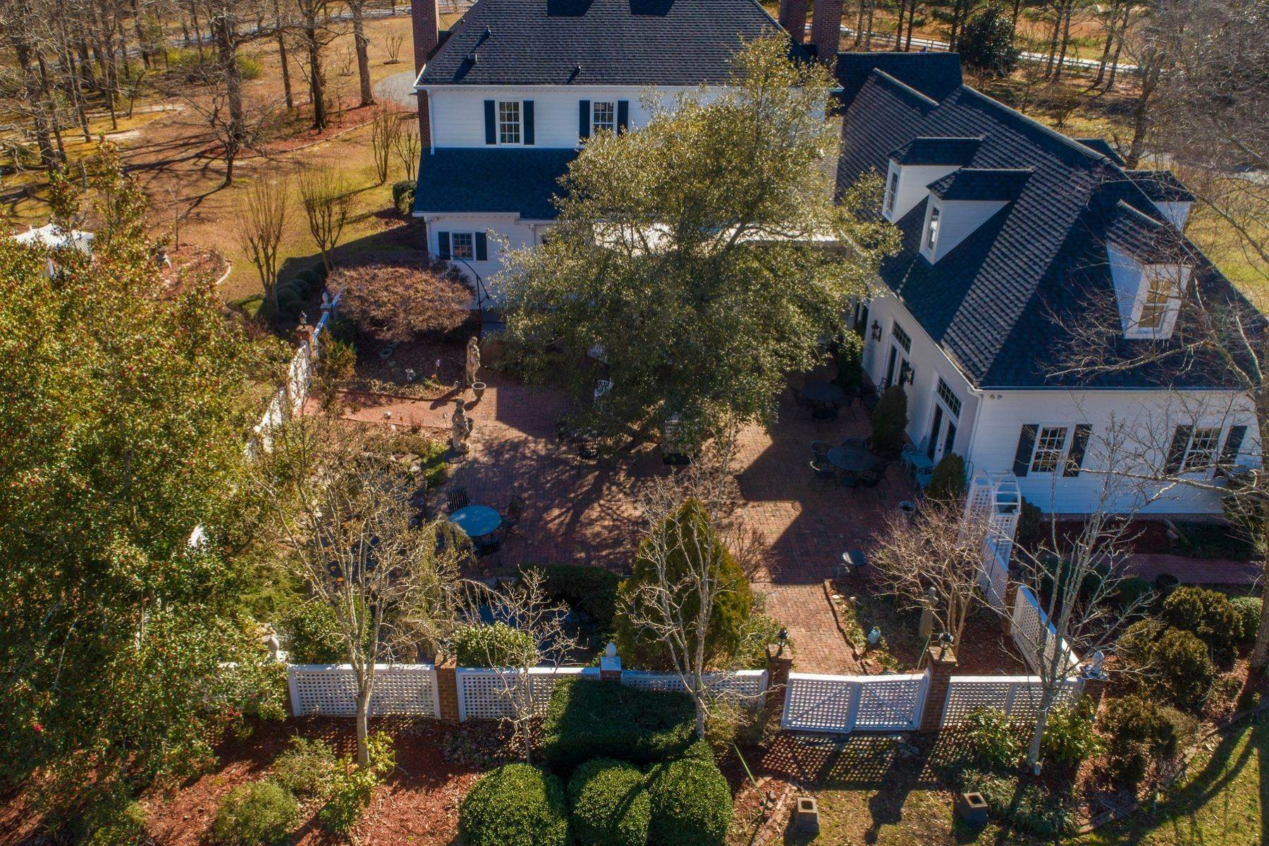 33. Single Family Homes for Sale at New Hope Estate 6325 Old Mill Farm Drive Wendell, North Carolina 27591 United States