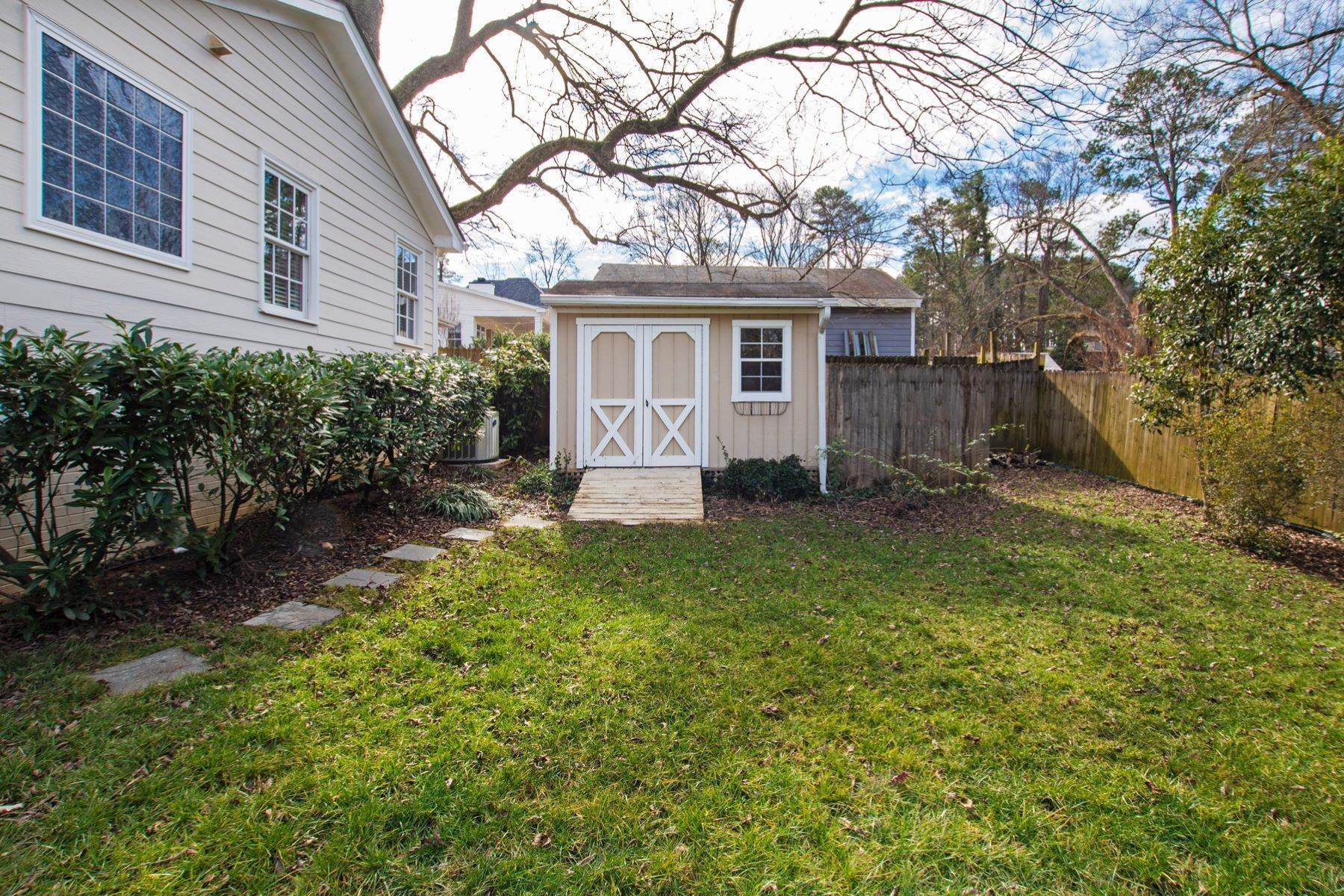 41. Single Family Homes for Sale at Wonderfully Remodeled Ranch in Villa Park 2027 Reaves Drive Raleigh, North Carolina 27608 United States