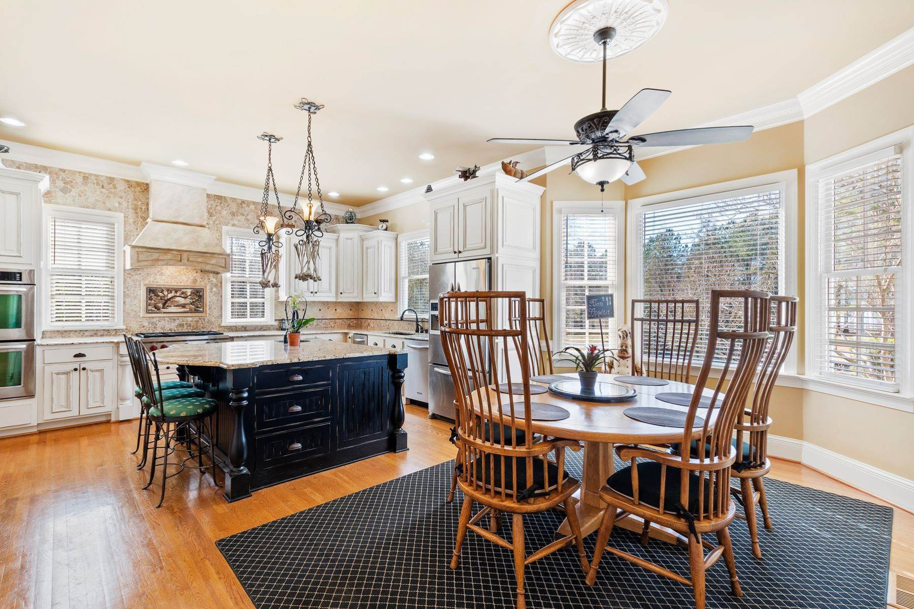 11. Single Family Homes for Sale at New Hope Estate 6325 Old Mill Farm Drive Wendell, North Carolina 27591 United States
