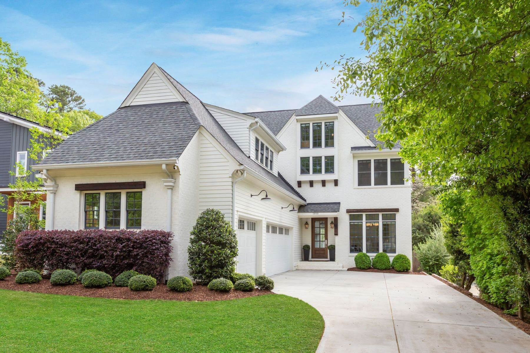 Single Family Homes for Sale at 1010 Canterbury Road Raleigh, North Carolina 27607 United States