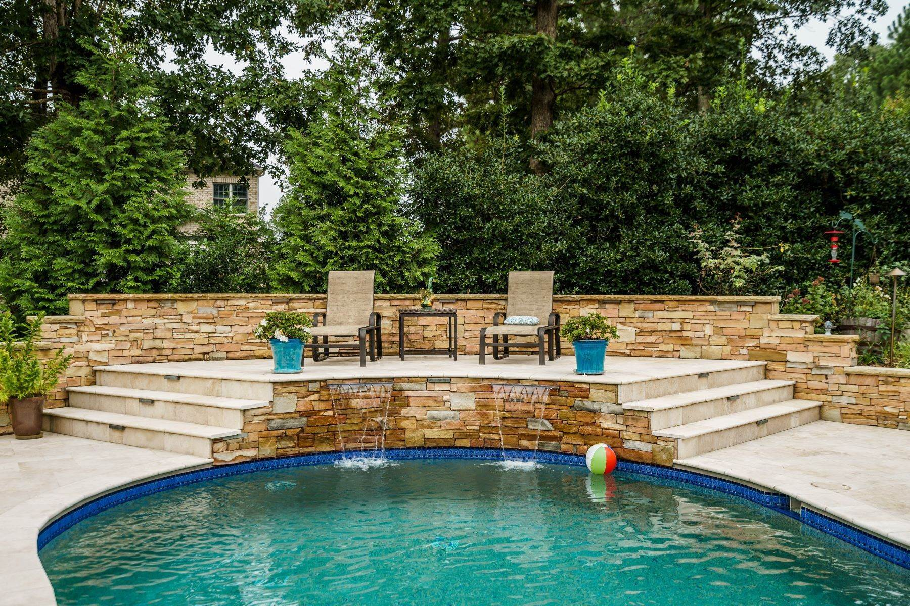 44. Single Family Homes for Sale at Beautiful Stately Home in The Oaks at Meadowridge 4705 Brook Top Court Raleigh, North Carolina 27606 United States