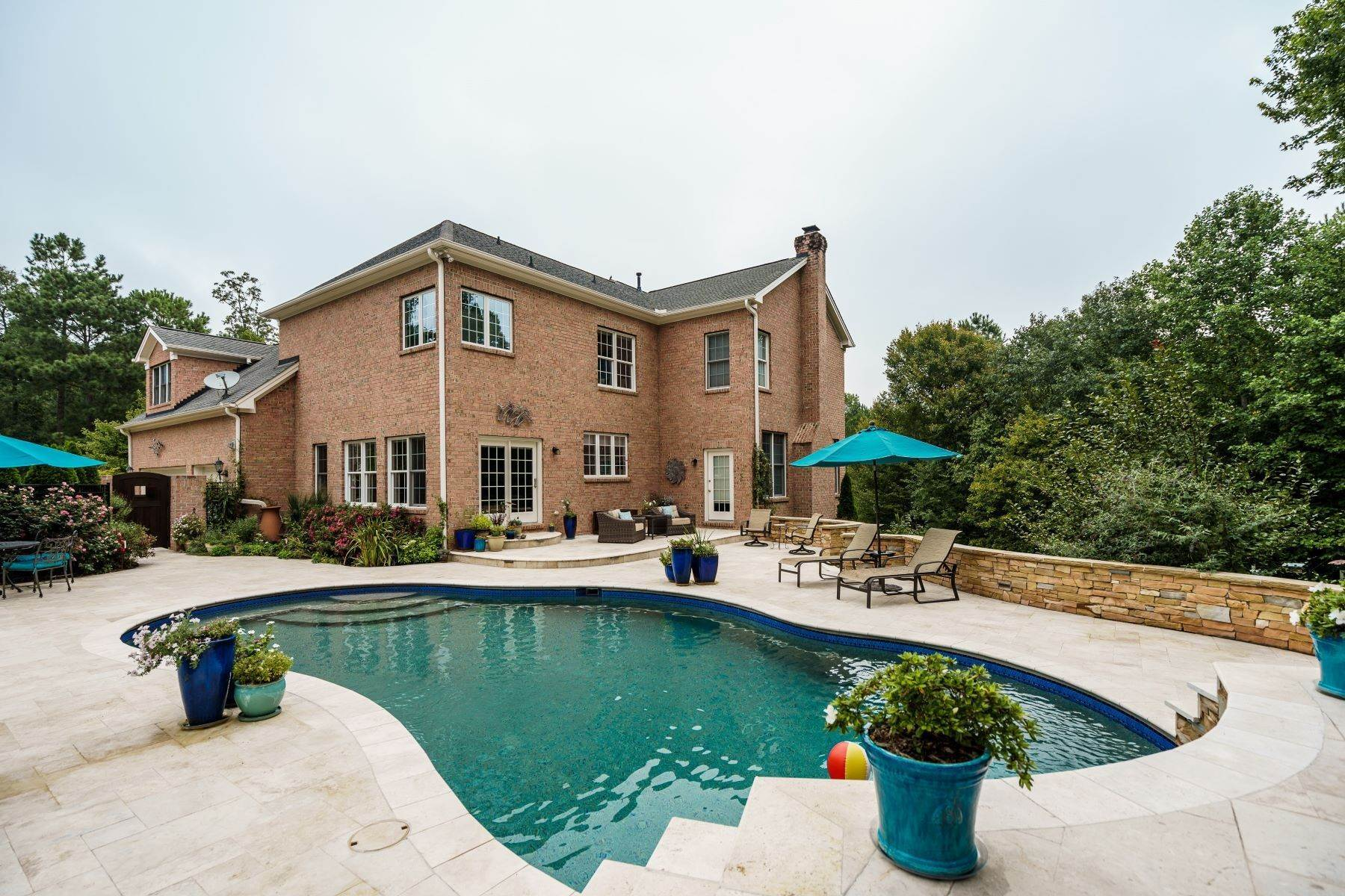45. Single Family Homes for Sale at Beautiful Stately Home in The Oaks at Meadowridge 4705 Brook Top Court Raleigh, North Carolina 27606 United States