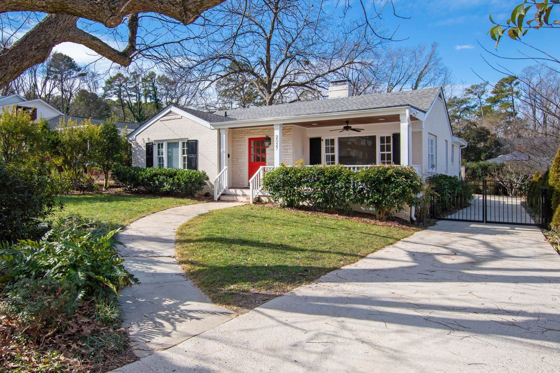 4. Single Family Homes for Sale at Wonderfully Remodeled Ranch in Villa Park 2027 Reaves Drive Raleigh, North Carolina 27608 United States