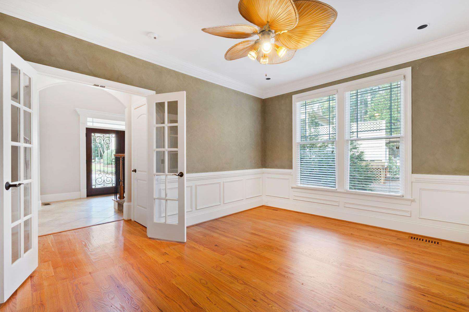 25. Single Family Homes for Sale at Fabulous Move-In Ready in North Raleigh 5730 Belmont Valley Court Raleigh, North Carolina 27612 United States