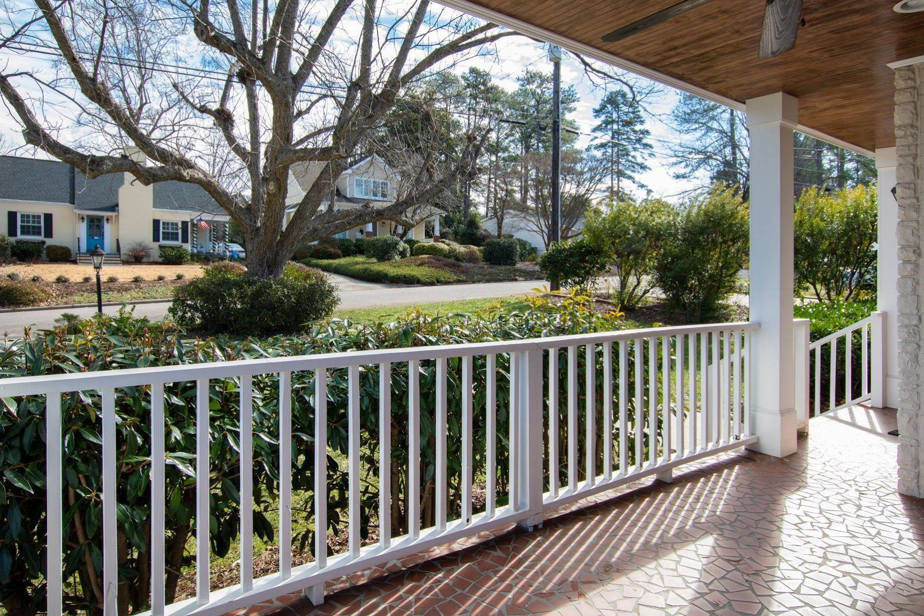 3. Single Family Homes for Sale at Wonderfully Remodeled Ranch in Villa Park 2027 Reaves Drive Raleigh, North Carolina 27608 United States