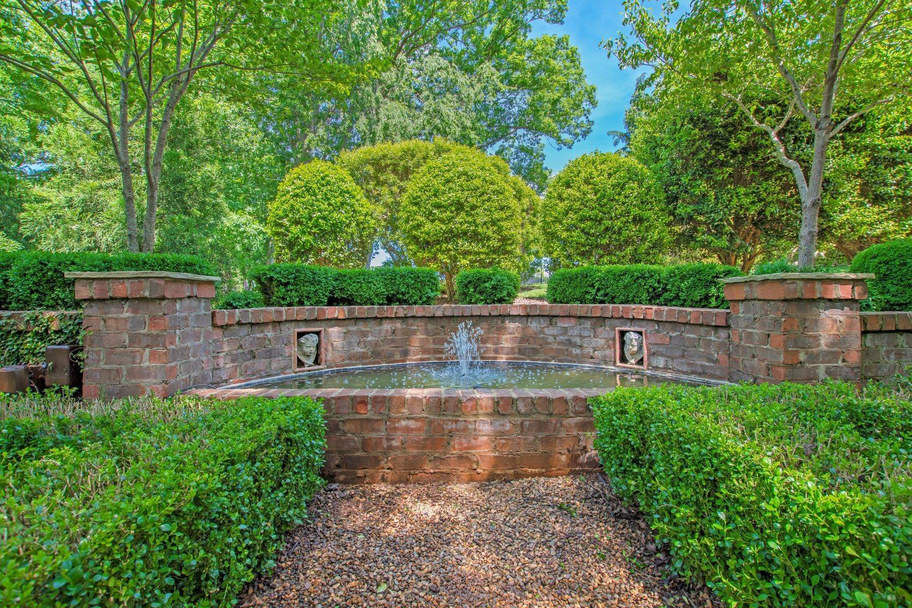 20. Single Family Homes for Sale at 1016 Heydon Court Raleigh, North Carolina 27614 United States