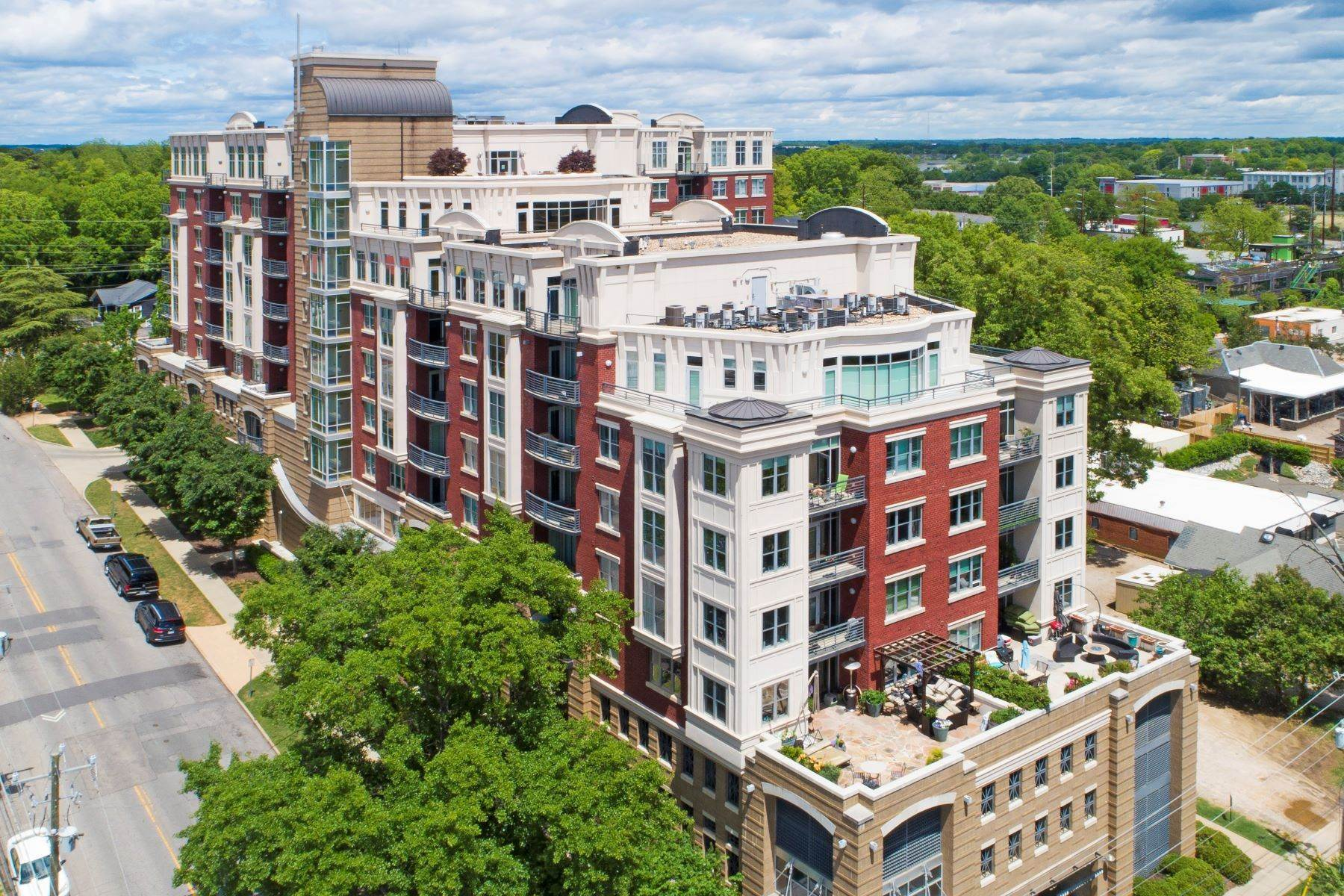 40. Condominiums for Sale at Rare Paramount Penthouse 618 N Boylan Avenue, Unit 1020 Raleigh, North Carolina 27603 United States