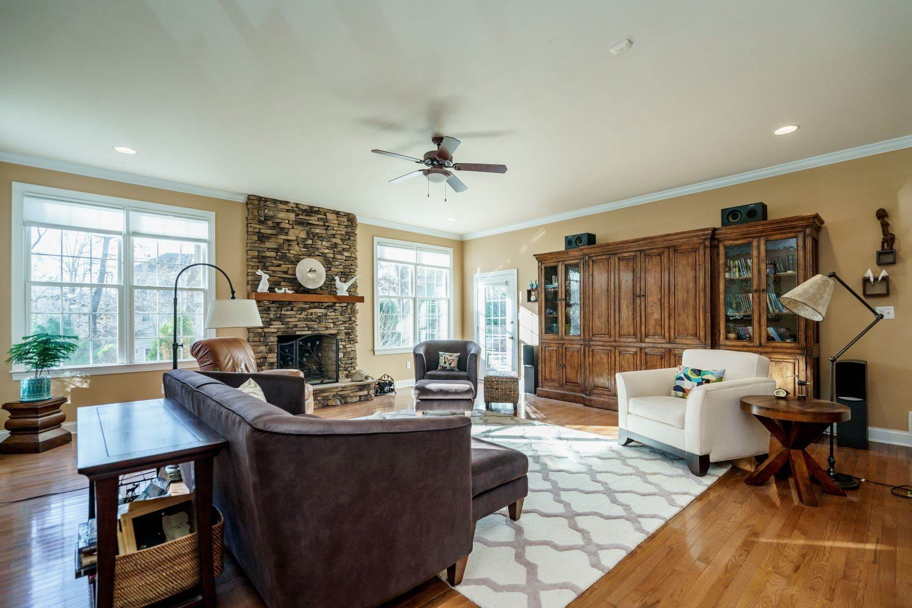 9. Single Family Homes for Sale at Beautiful Stately Home in The Oaks at Meadowridge 4705 Brook Top Court Raleigh, North Carolina 27606 United States