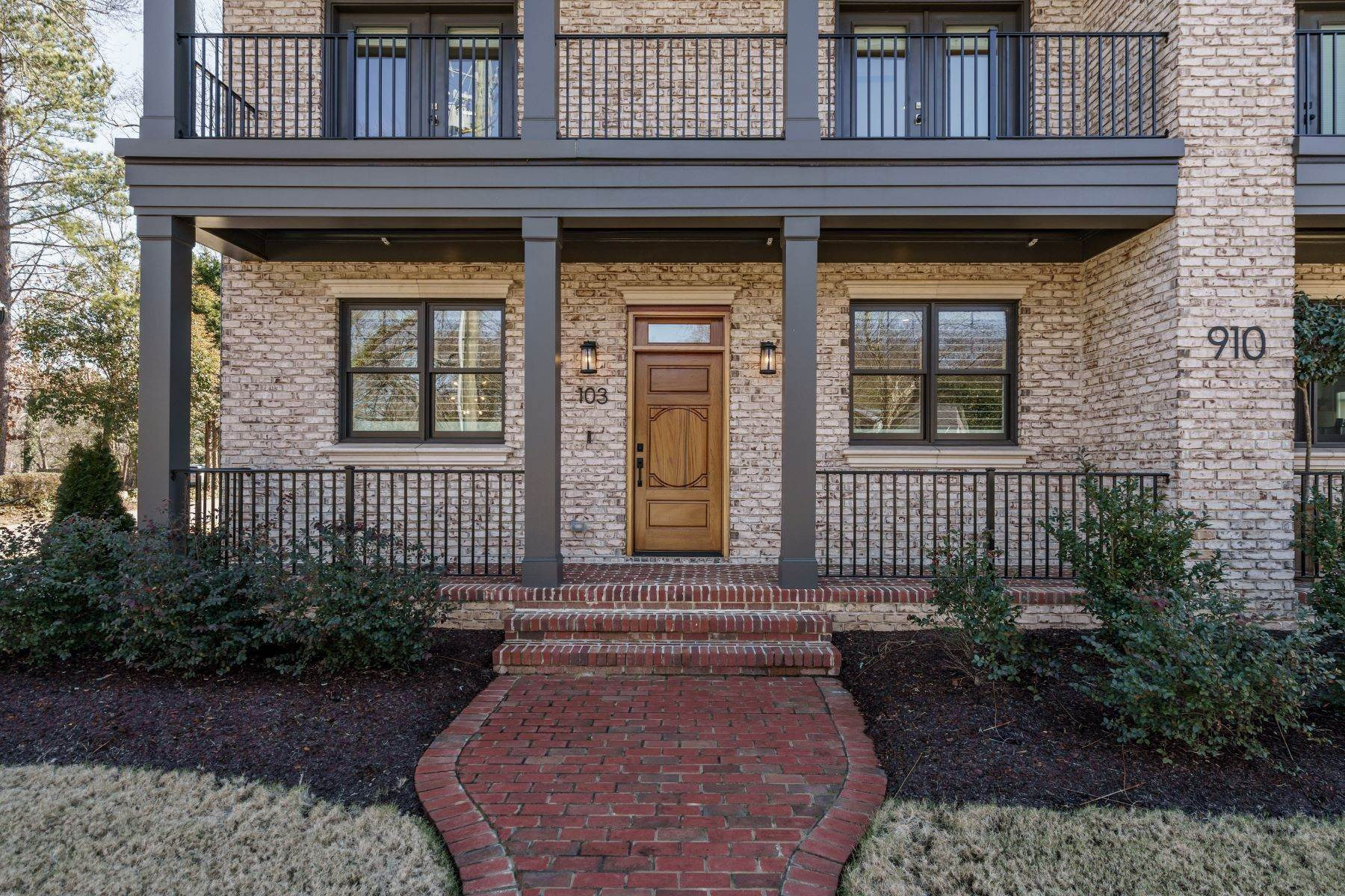 3. Single Family Homes for Sale at 910 Oberlin Rd Unit #103 910 Oberlin Road, Unit #103 Raleigh, North Carolina 27605 United States