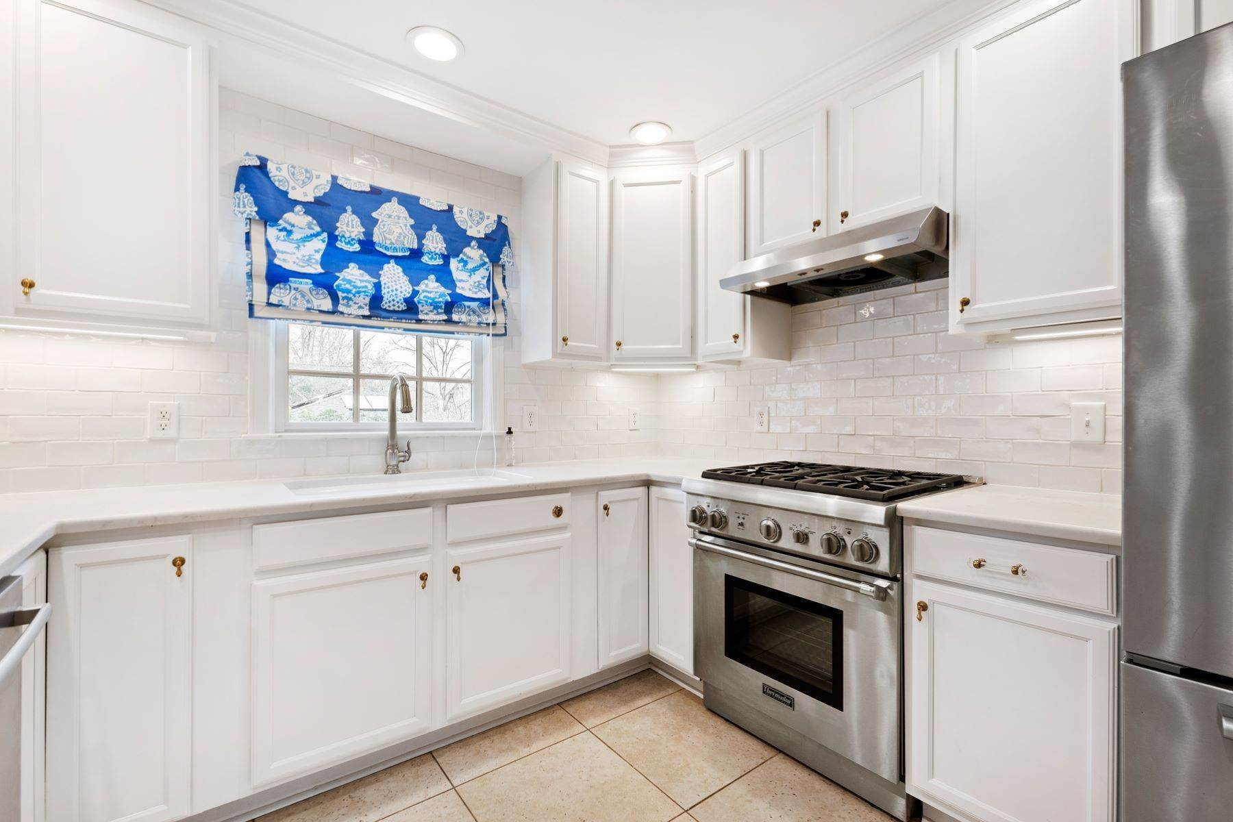 12. Single Family Homes for Sale at Wonderfully Remodeled Ranch in Villa Park 2027 Reaves Drive Raleigh, North Carolina 27608 United States
