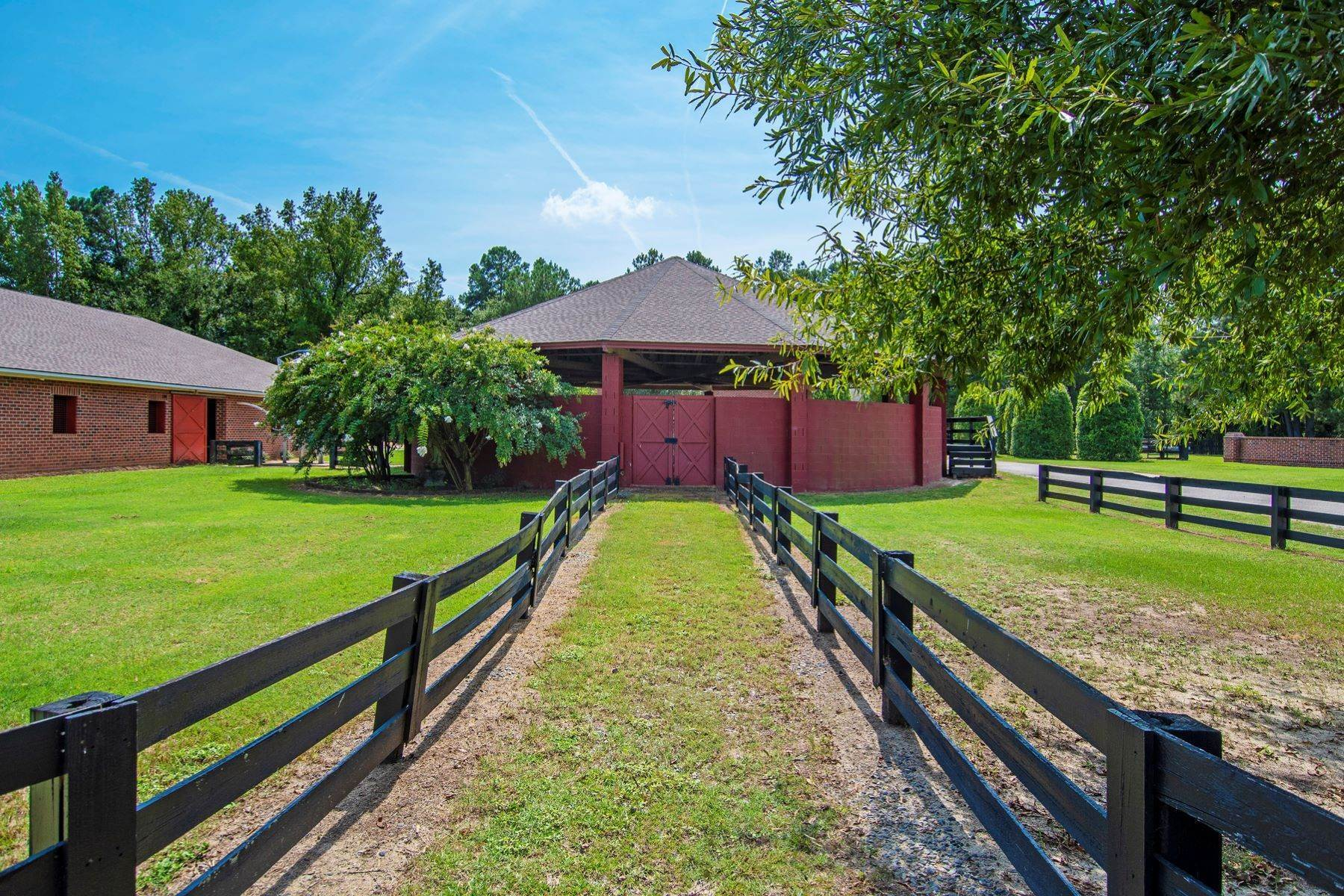 14. Farm and Ranch Properties for Sale at World-Renowned Butler Farm 440 Devin Drive White Oak, North Carolina 28399 United States