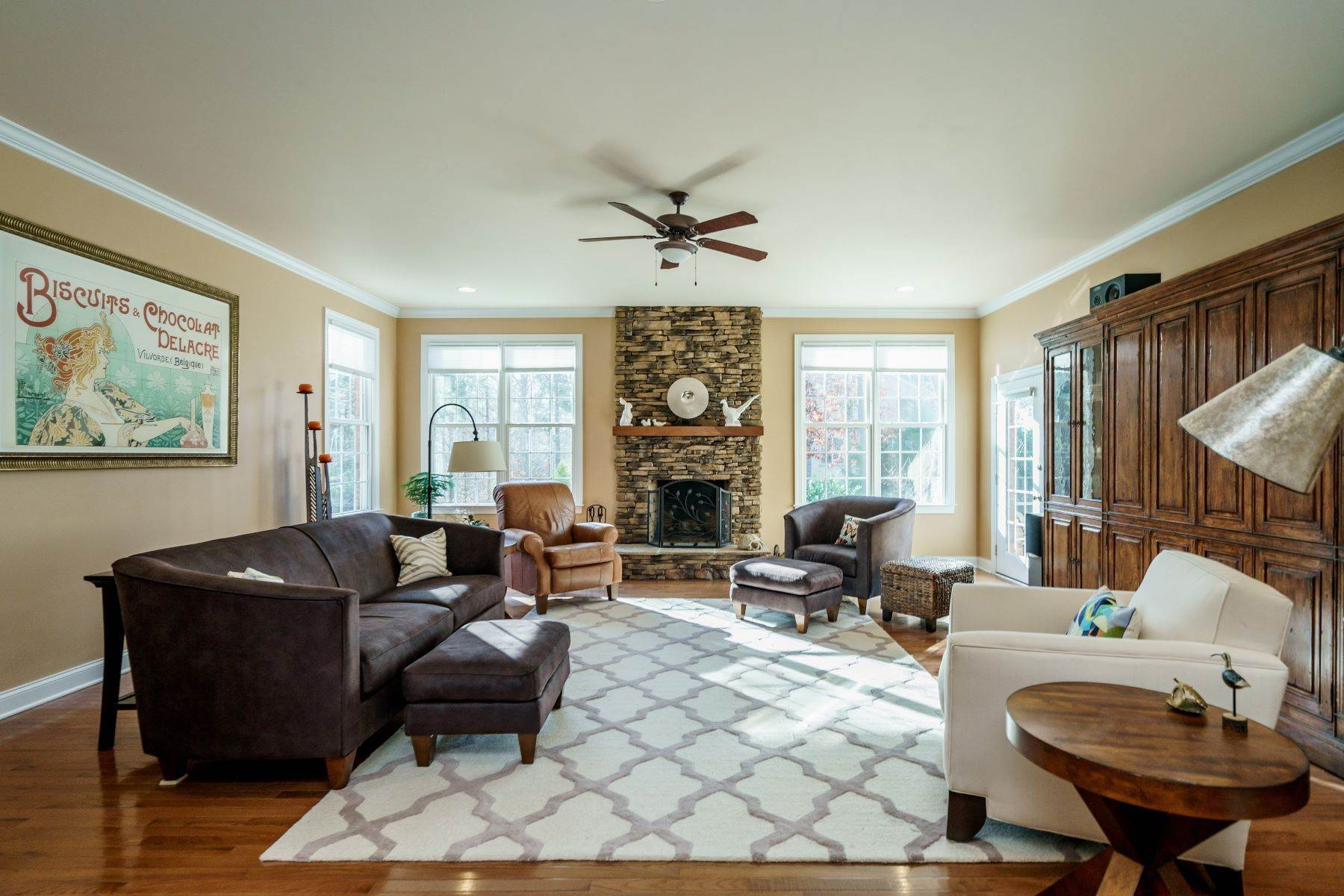 8. Single Family Homes for Sale at Beautiful Stately Home in The Oaks at Meadowridge 4705 Brook Top Court Raleigh, North Carolina 27606 United States