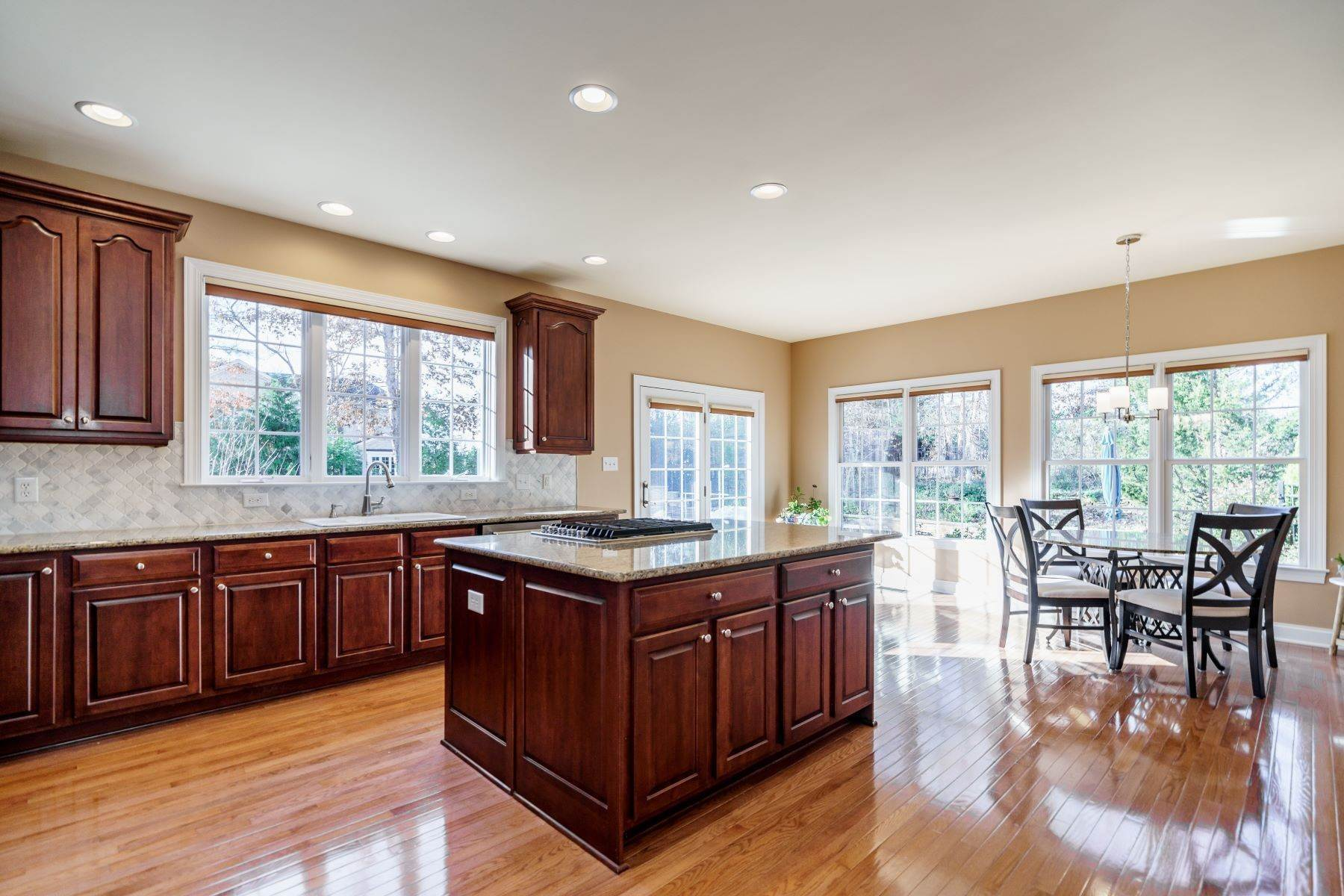 15. Single Family Homes for Sale at Beautiful Stately Home in The Oaks at Meadowridge 4705 Brook Top Court Raleigh, North Carolina 27606 United States